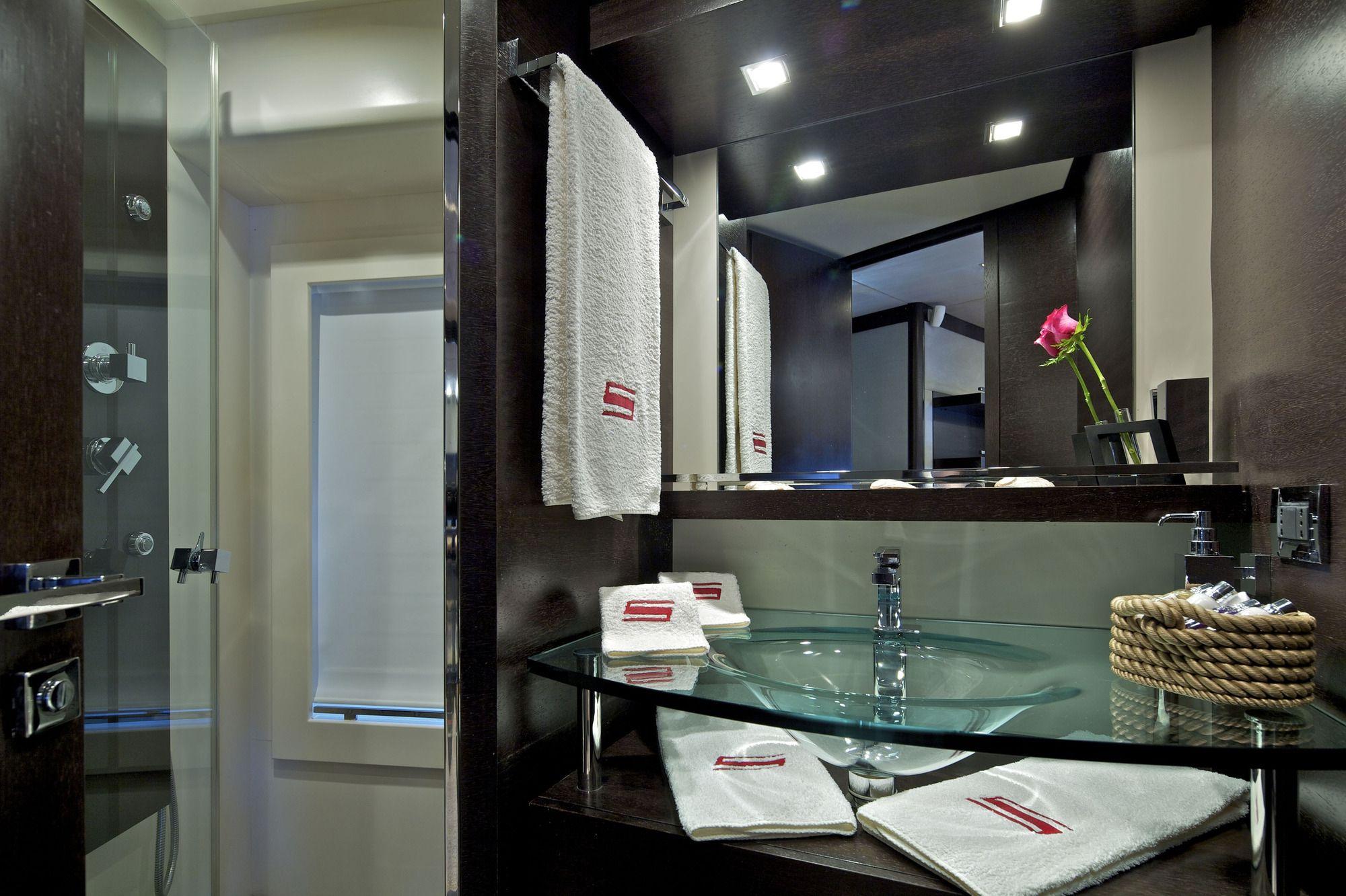 THEA MALTA Azimut 86 VIP Bathroom