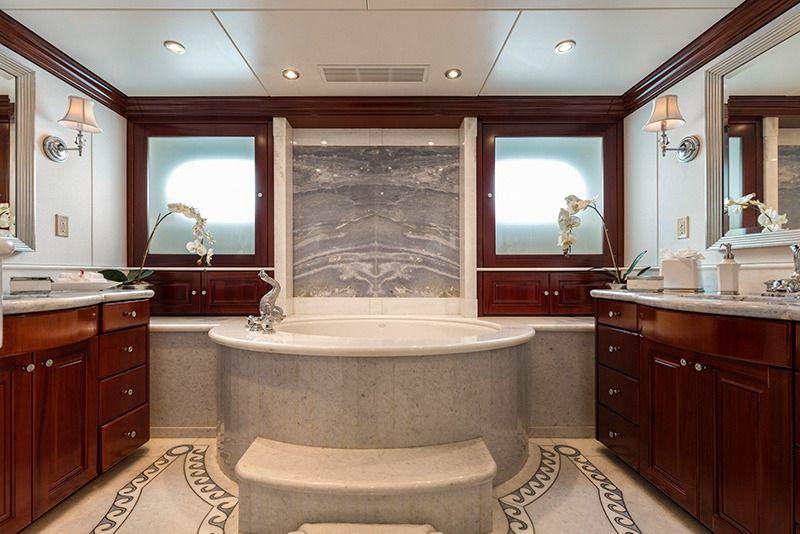 THREE FORKS Christensen 49m Master Bathroom