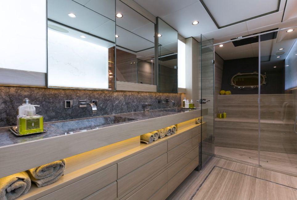 THUMPER - Sunseeker 40m - Master Bathroom