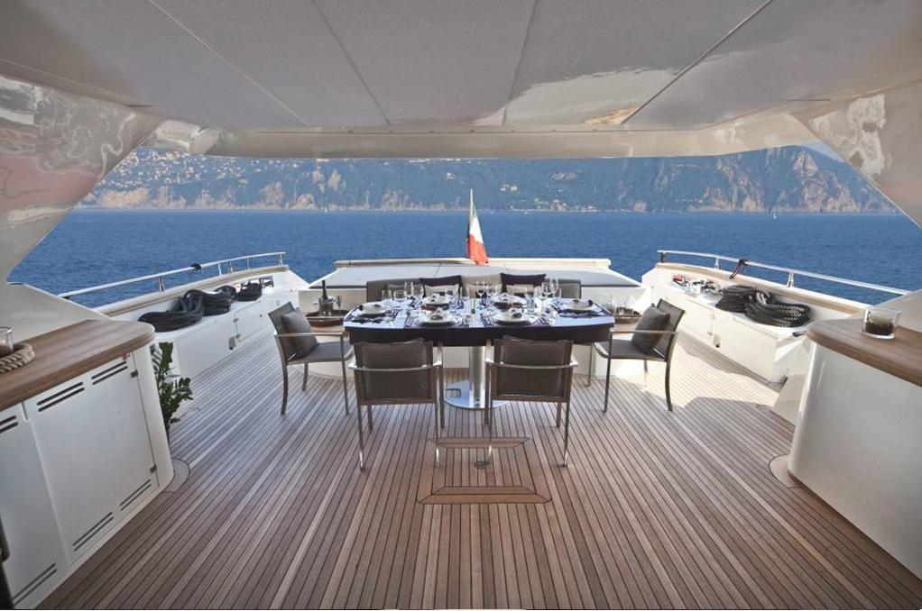 TOBY Cerri Flying Sport 102 Luxury Motoryacht Al Fresco