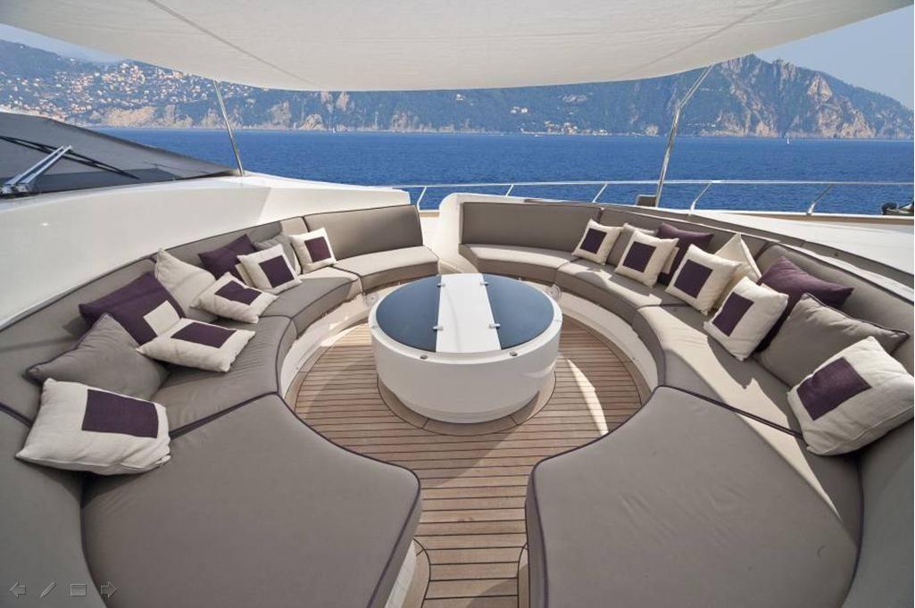 TOBY Cerri Flying Sport 102 Luxury Motoryacht Communal Seating
