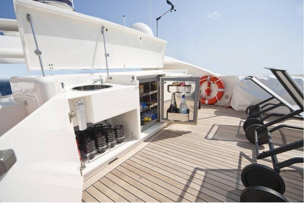 TOBY Cerri Flying Sport 102 Luxury Motoryacht Bar