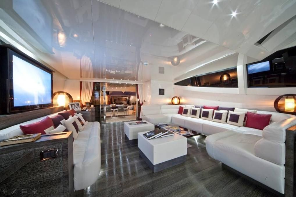 TOBY Cerri Flying Sport 102 Luxury Motoryacht Lounge