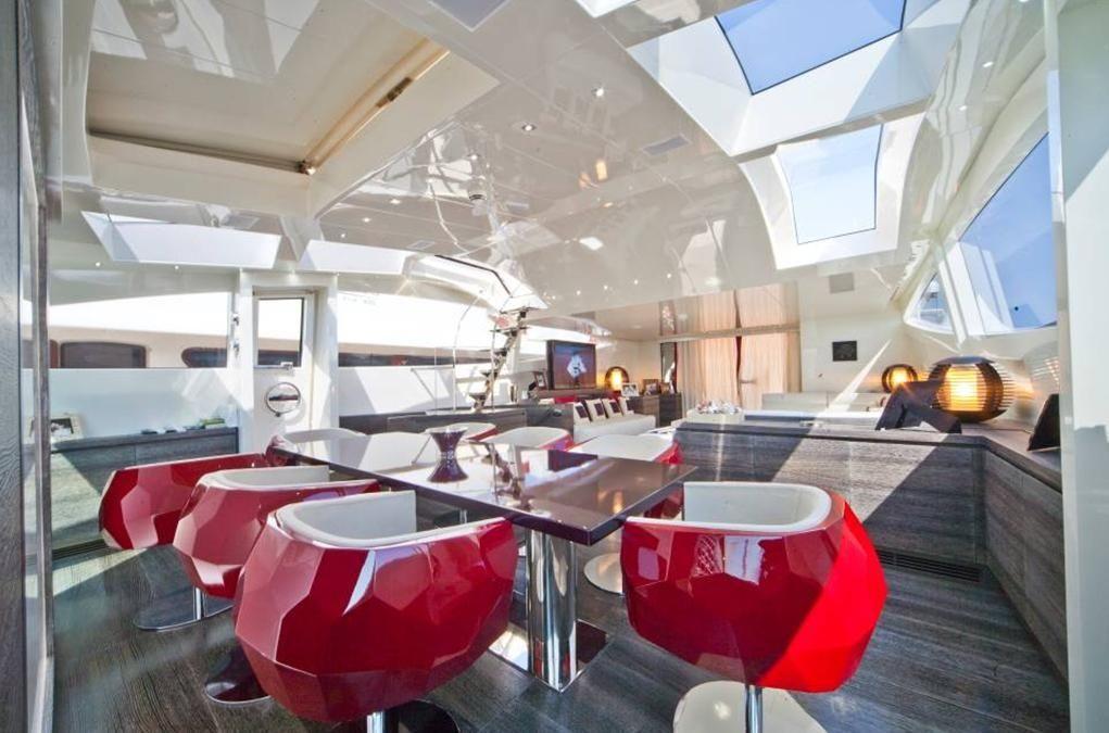 TOBY Cerri Flying Sport 102 Luxury Motoryacht Contemporary Dining