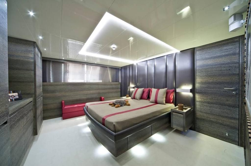 TOBY Cerri Flying Sport 102 Luxury Motoryacht Master Cabin