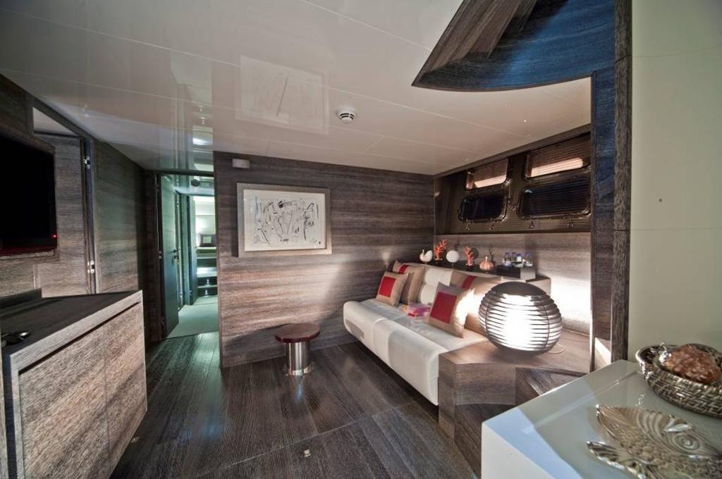 TOBY Cerri Flying Sport 102 Luxury Motoryacht Saloon