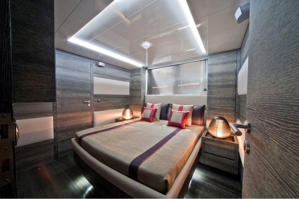TOBY Cerri Flying Sport 102 Luxury Motoryacht Guest Cabin