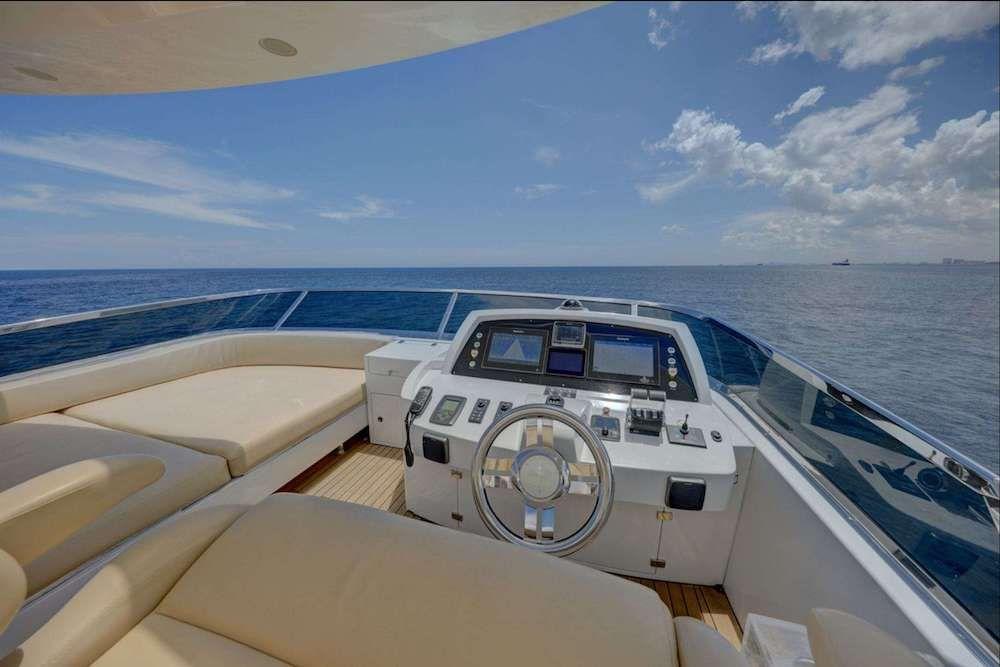 VALERE Azimut 84 Motor Yacht Helm