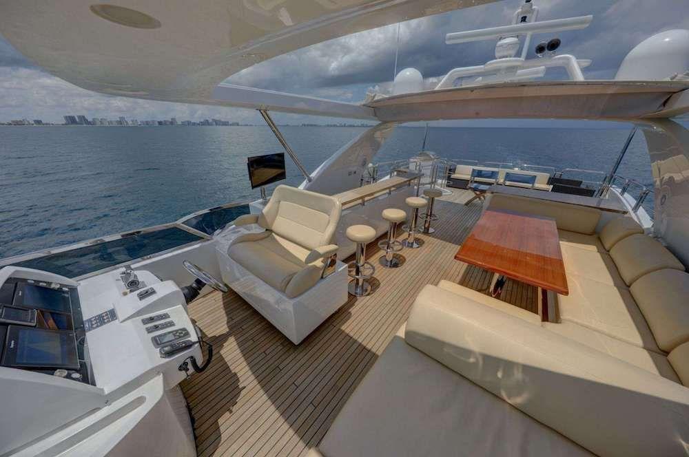 VALERE Azimut 84 Motor Yacht Fly Dining