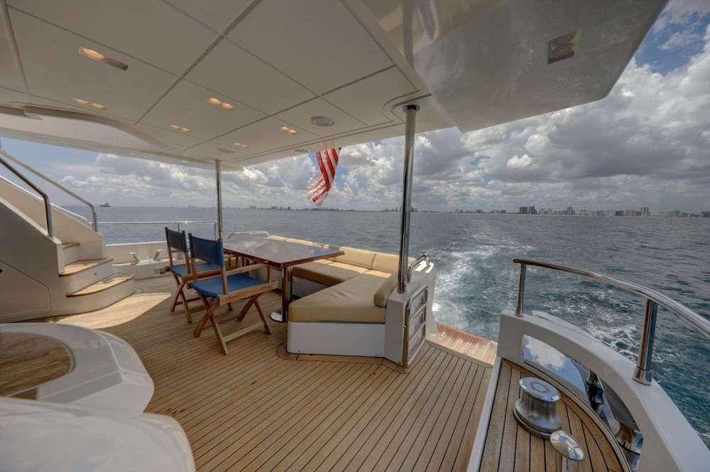 VALERE Azimut 84 Motor Yacht Aft Dining