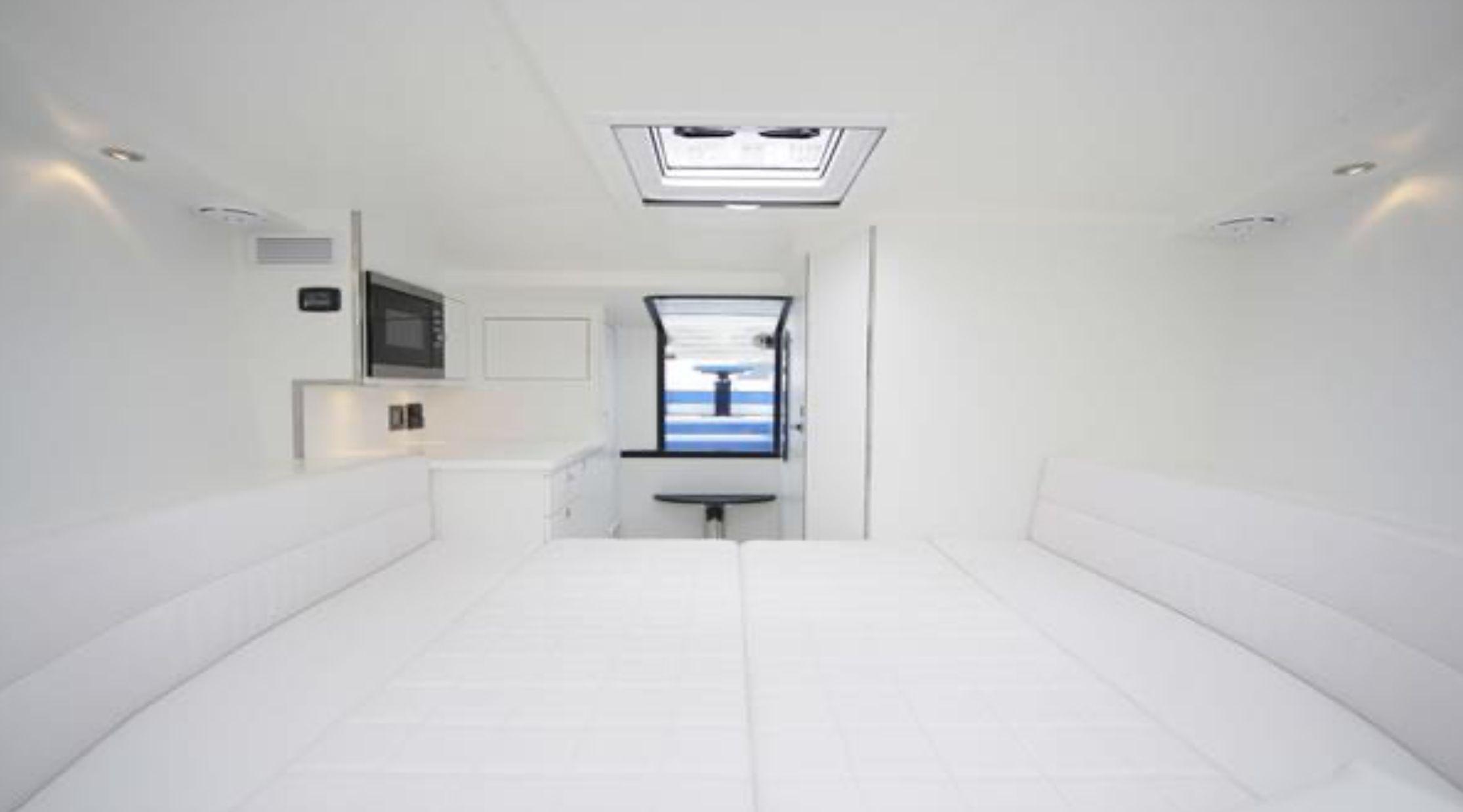 Van Dutch 40 Cabin
