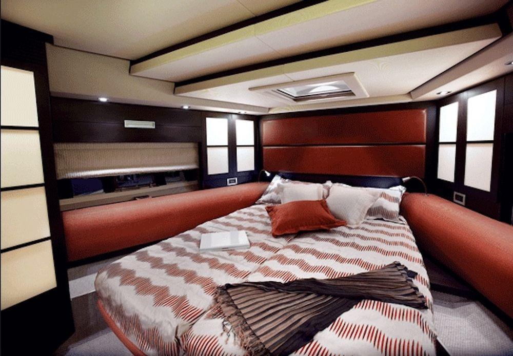 Azimut 62 WARREN KELLY Master Cabin