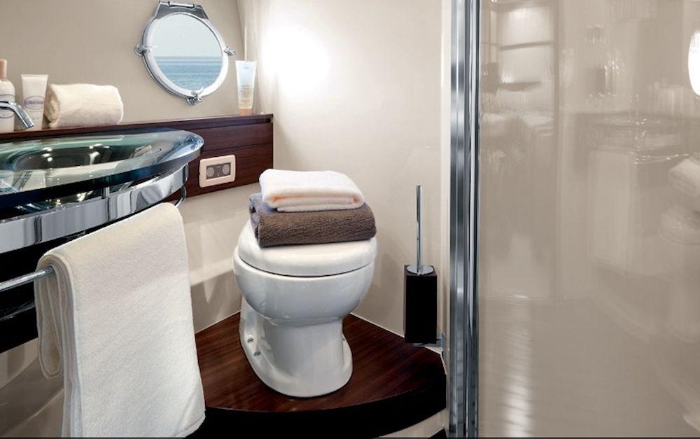 Azimut 62 WARREN KELLY Bathroom