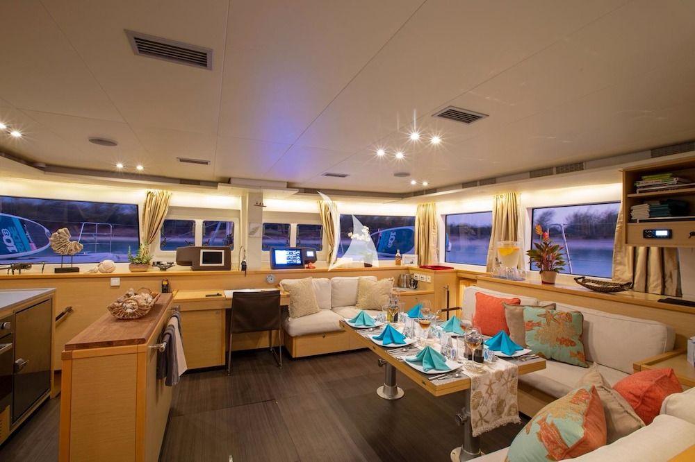 WHISPERS II Lagoon 560 Bahamas Saloon