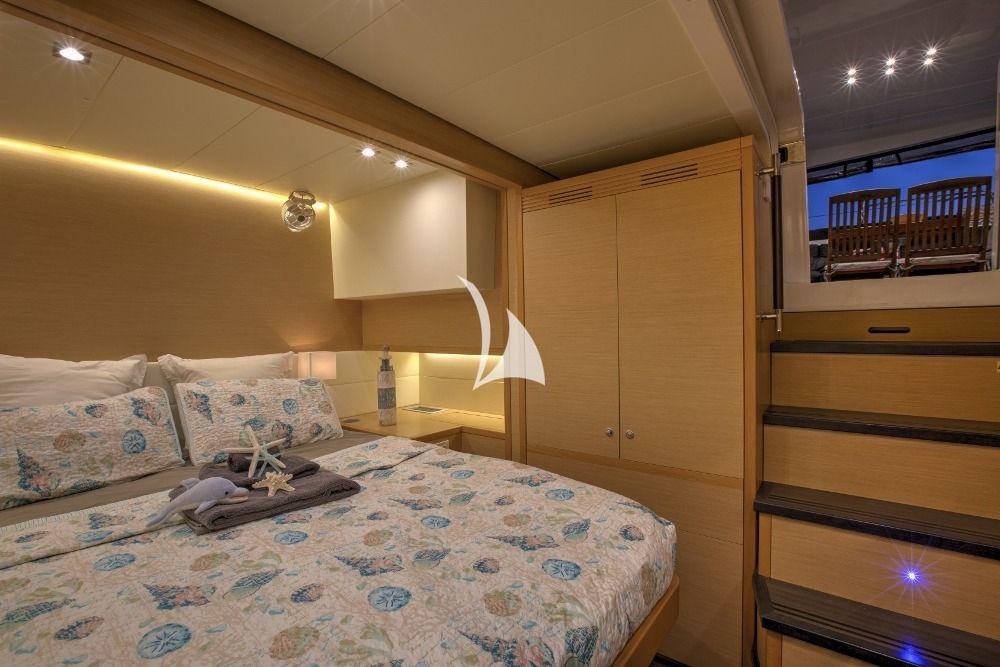 WHISPERS II Lagoon 560 Bahamas VIP Cabin