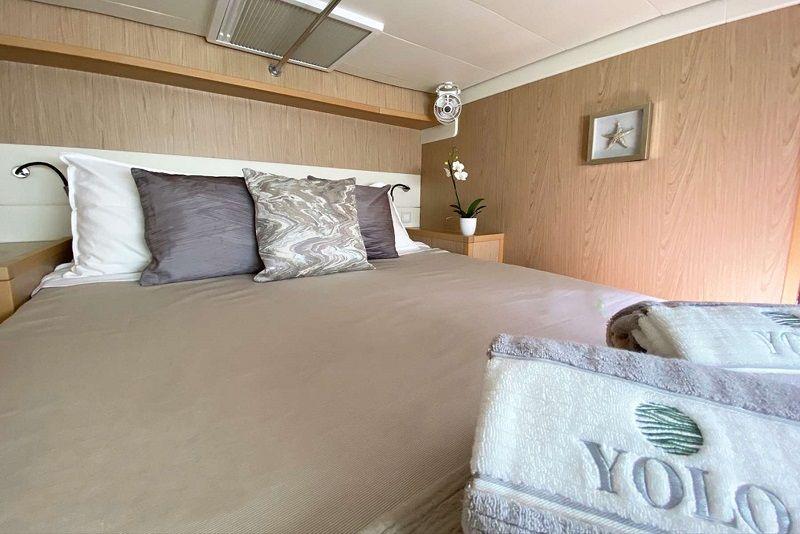 starboard forward double cabin