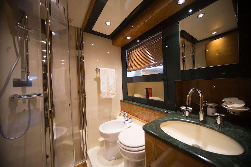 ZIA CANAIA Riva Yacht Bathroom