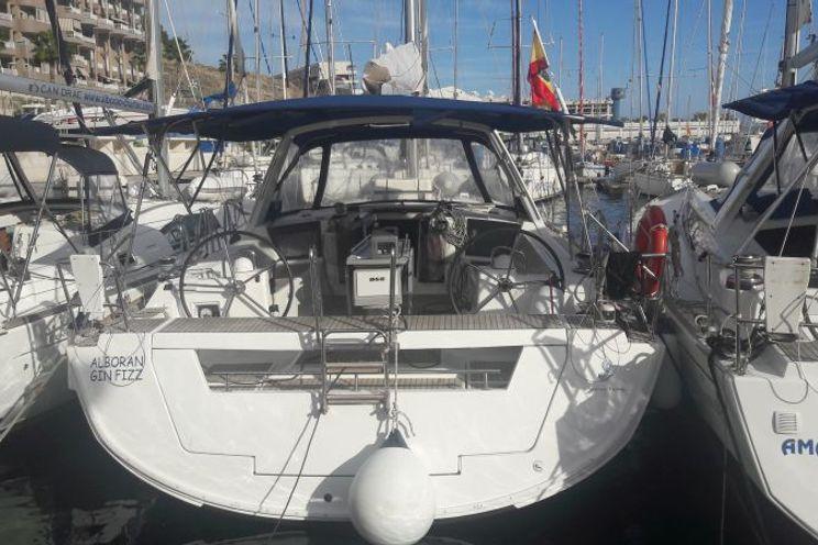Charter Yacht Alboran Gin Fizz