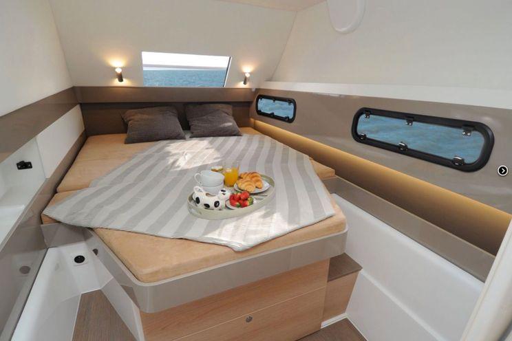Charter Yacht LU CASA - Bali 4.1 - 3 Cabins - Newport - Nassau