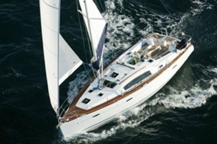 Charter Yacht EL LOCO RAPIDO - Oceanis 40 - 3 Cabins - Palermo